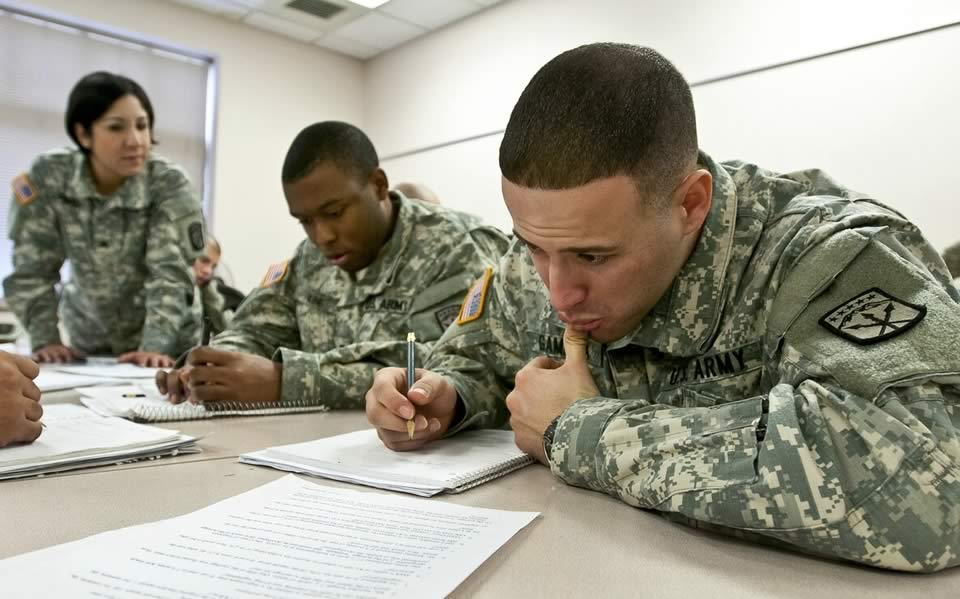 Should I Take Courses Offered Through the AKO or Enroll in Online College While on Active Duty?